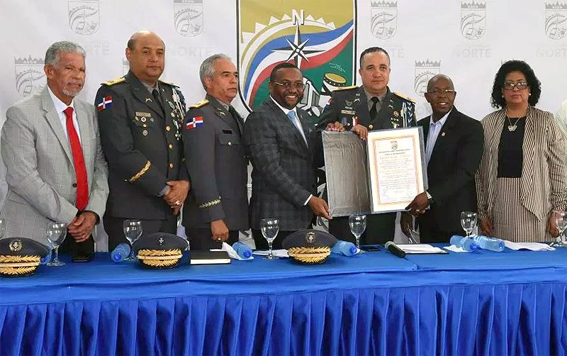 Reconocen director de la Policía Nacional