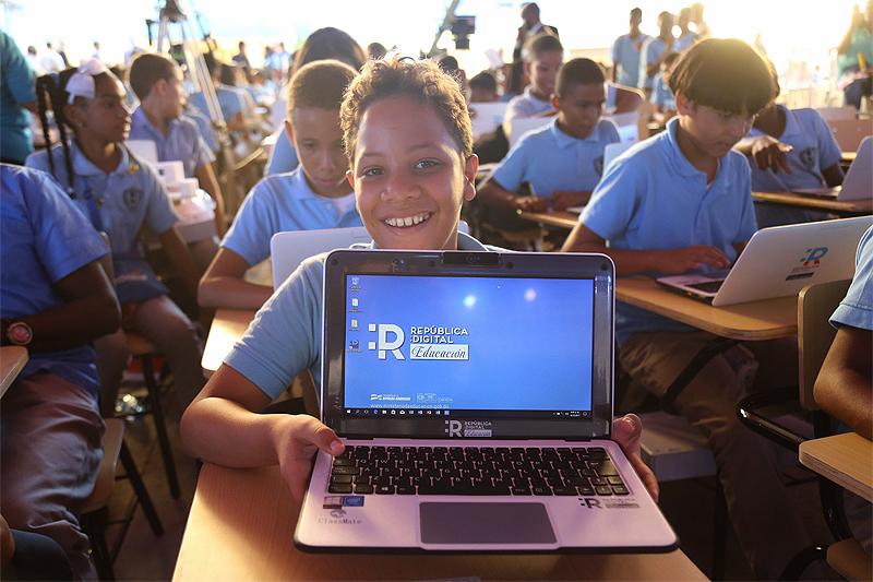 Danilo Medina entregará más de 300 mil computadoras a estudiantes