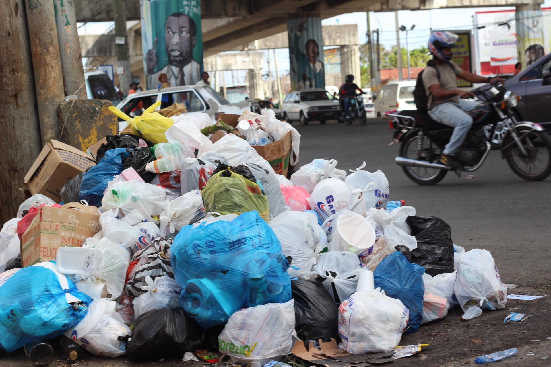 Empresa asumirá hoy recogida de basura en SDN