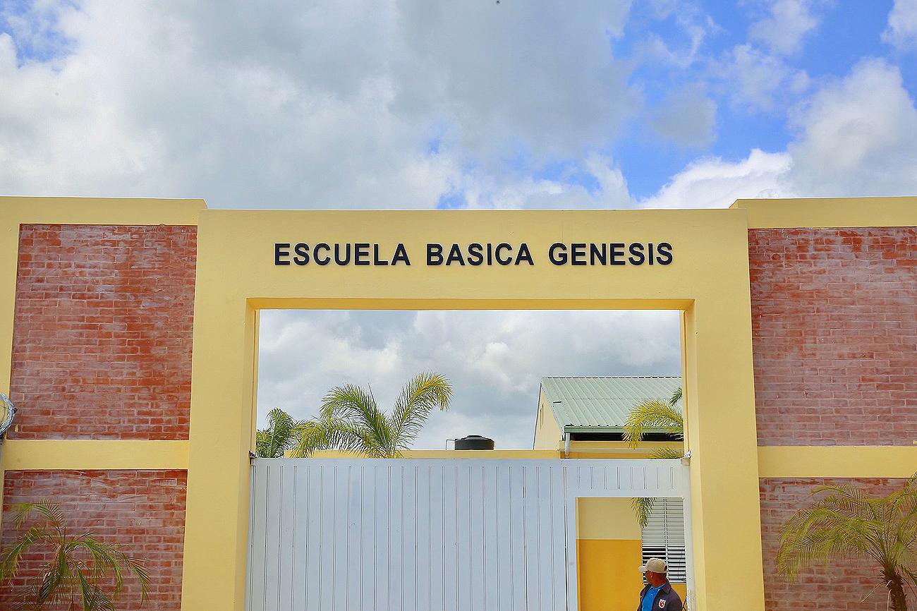 Danilo Medina entrega dos nuevas escuelas en Valiente