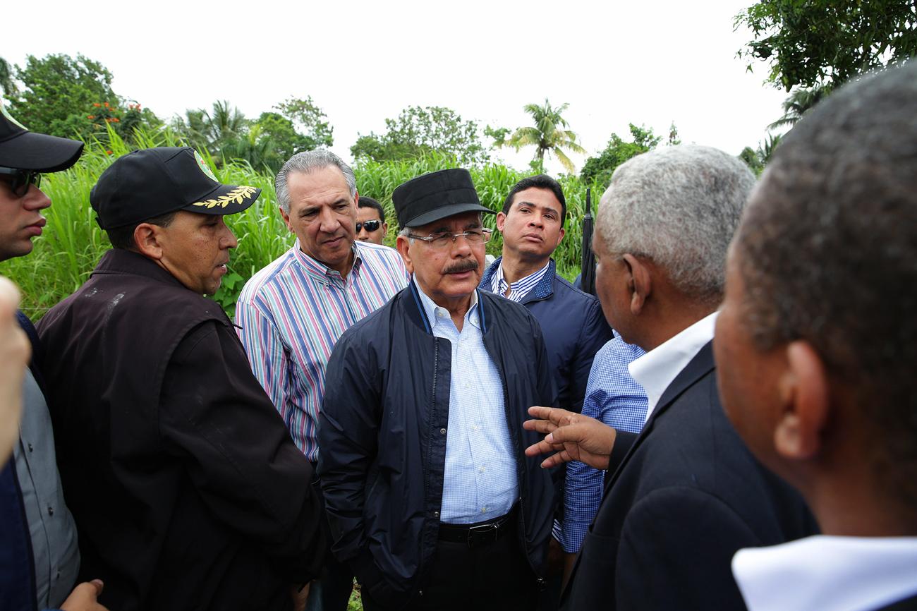 Danilo Medina se reúne con comunitarios de Sabana Perdida