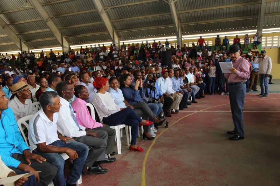 Danilo Medina acude en auxilio de productores de aguacates
