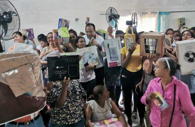 Salvador Holguín celebra en grande el Día de las Madres