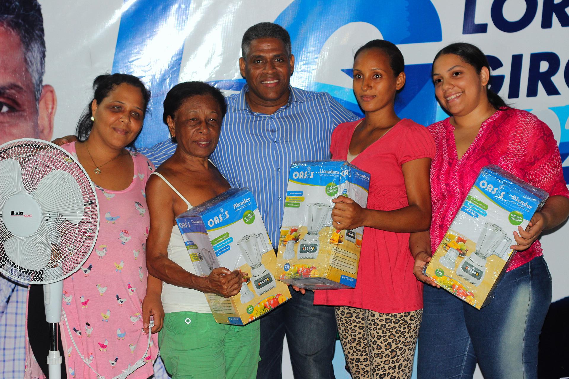Regidor SDN celebra el Día de las Madres