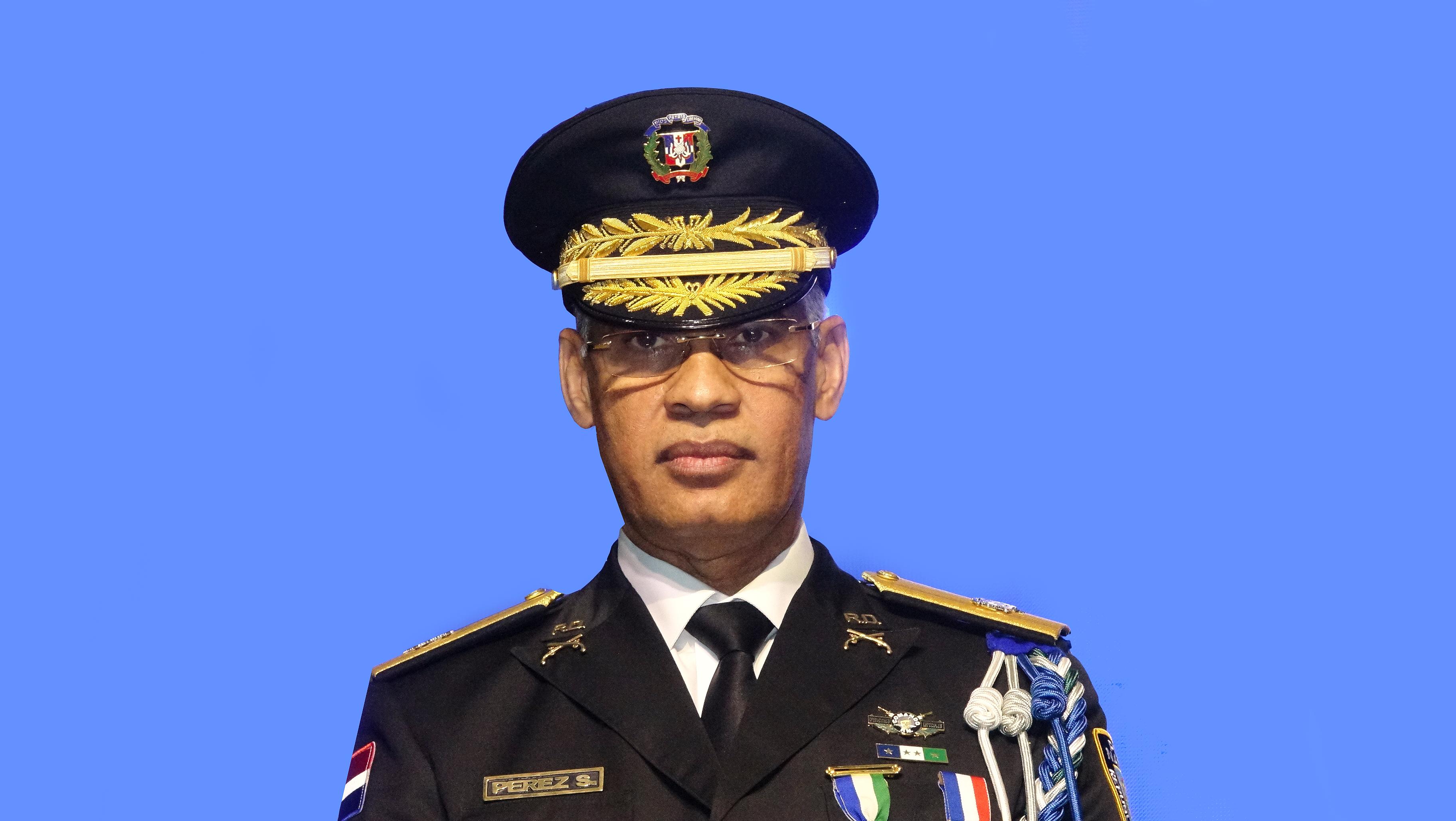 El general Neivi Pérez Sánchez sí tiene quien le escriba