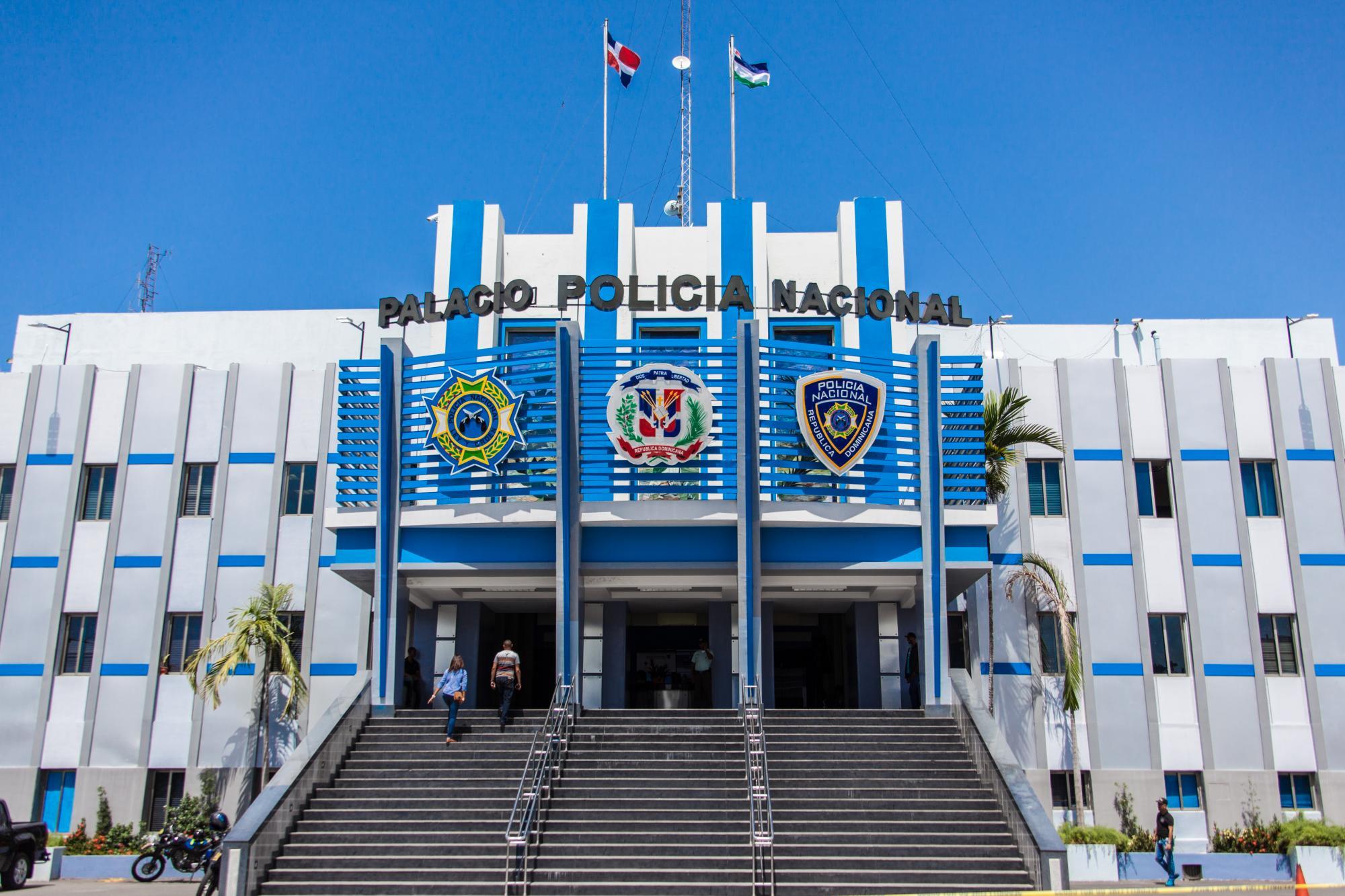 Poder Ejecutivo asciende 15 mil 351 militares y policías