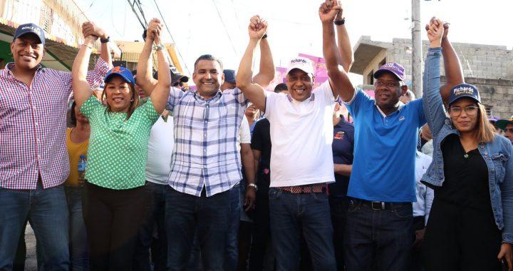 Luis Alberto logra apoyo del equipo político de El Cañero y Karen