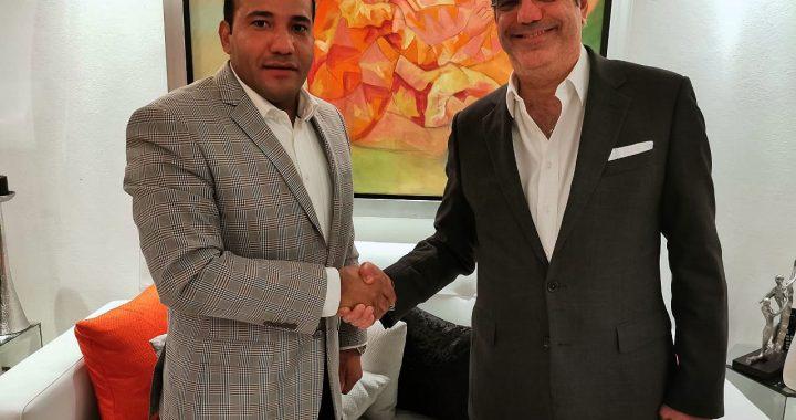 Luis Abinader hace propuesta a Salvador Holguín