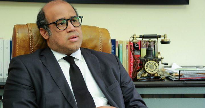 Miguel Valerio arremete contra funcionarios del gobierno, pero figura como asesor del ITLA