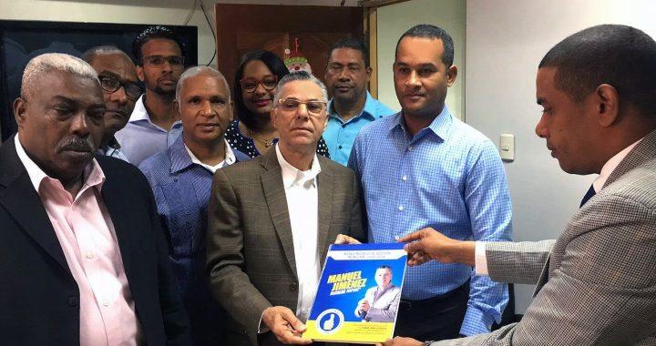 Manuel Jiménez entrega su programa de gobierno municipal a la Junta Electoral de SDE