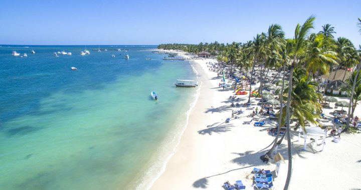 República Dominicana permite el acceso a playas dos días después de prohibir su uso