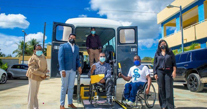 EnaDom dona autobús a discapacitados