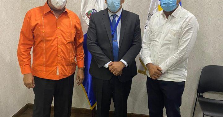 Alcalde de Boca Chica se reúne con el director de Contrataciones Públicas