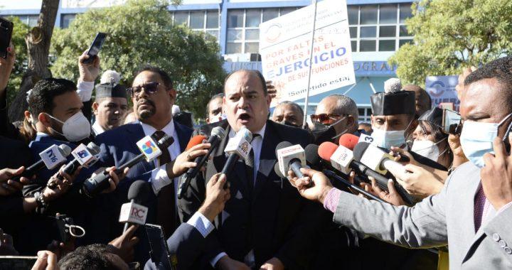 Abogados protestan en el Día del Poder Judicial