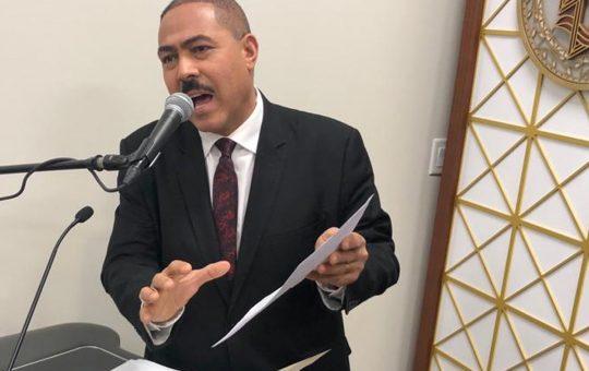 Escritor sugiere someter a justicia responsables de desmanes en elecciones del exterior