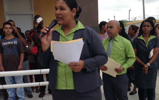 Profesores y estudiantes denuncian son maltratados por directora de centro educativo