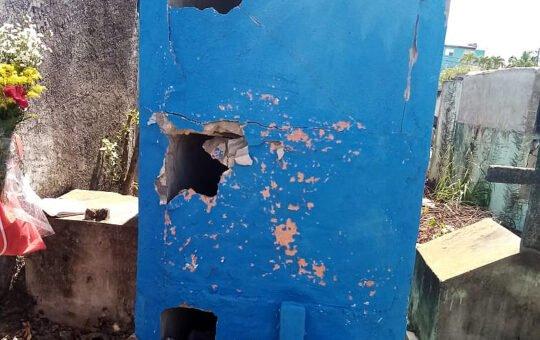 Profanan tumbas en cementerio San Vicente de Paúl