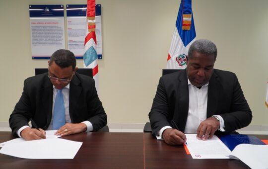 Gabinete Social firma acuerdo con la Comisión Permanente de Titulación de Terrenos del Estado