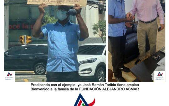 Alejandro Asmar da trabajo a hombre salió a las calles a pedir empleo con un cartón