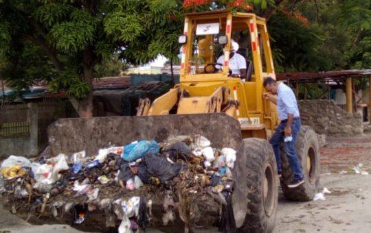 Alcaldía de Boca Chica recoge cientos de toneladas de basura