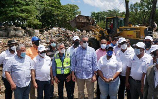 Ministra de la Juventud se suma a la jornada de limpieza SDE