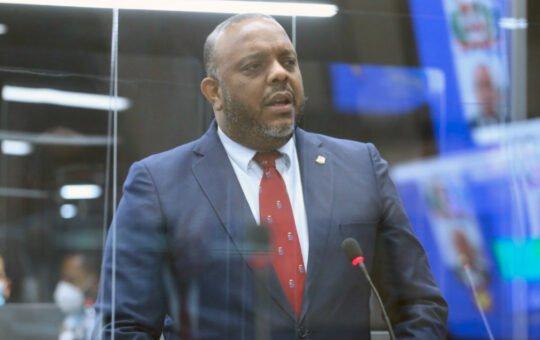 Diputado propone préstamos sean aprobados por mayoría calificada